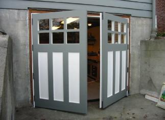 REAL custom garage door for your carriage house garage!  Also, known as swing carriage doors, hinged carriage doors, swinging carriage doors, or swing-out carriage doors.  These carriage house doors are custom hand-crafted one at a time by a TRUE real carriage house door company - www.vintagegaragedoor.com